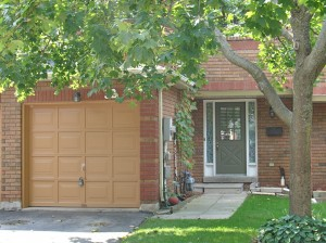 3 bedroom Barrie town house for sale