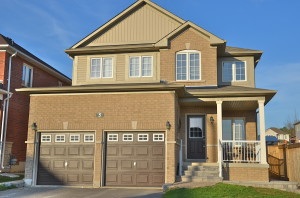 2 storey home for sale in Barrie
